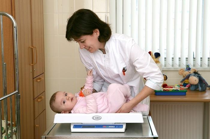 осмотр малыша в поликлинике